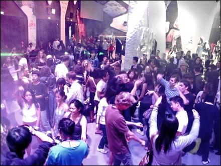 מסיבה בביתן הפיליפיני