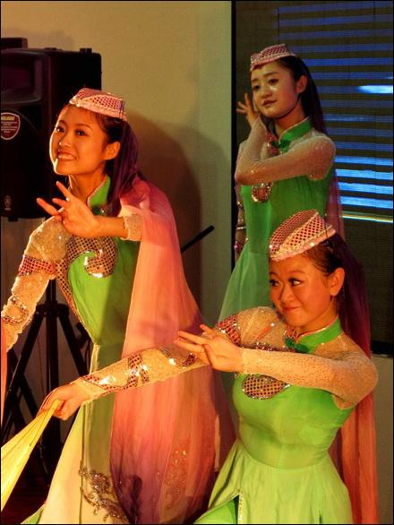 רקדניות בביתן של מחוזות סין
